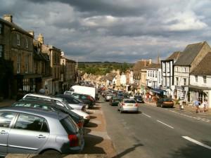 Main_Street_in_BurfordOxfordshire,_UK